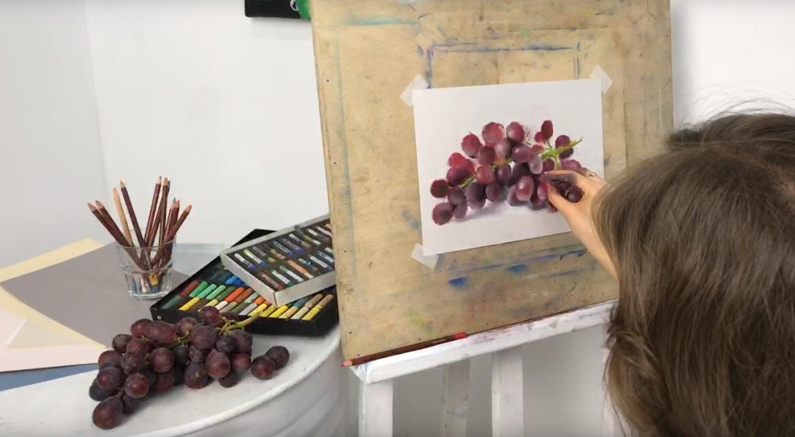 Пишем сочный виноград сухой пастелью…